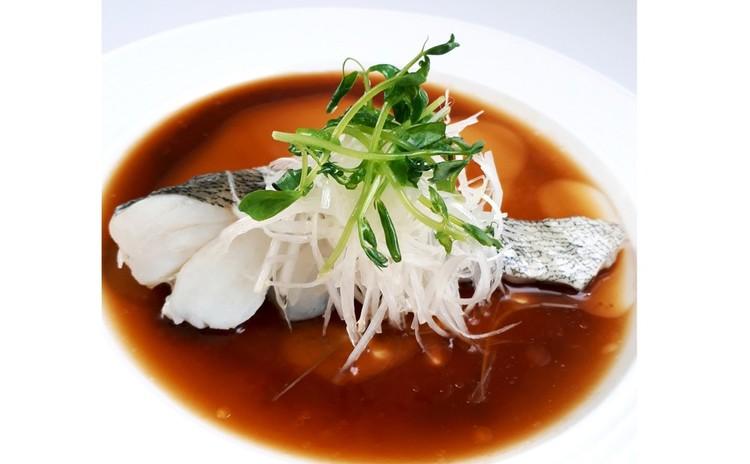 清蒸鮮魚/チンジョンエンユイ=中国風蒸し魚(単品定価:5,000円)
