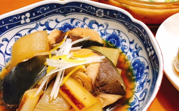 ブリ大根、豚豆乳酒粕鍋、あさりの酒蒸し、そばの実ご飯、干し芋とチーズの春巻き