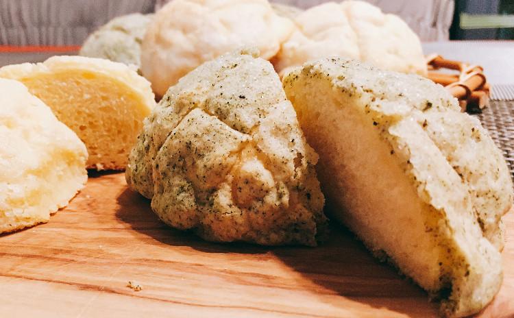 国産小麦使用 ほうじ茶メロンパン&プレーンメロンパン