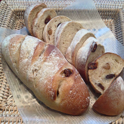 イチジクと胡桃のライ麦パン
