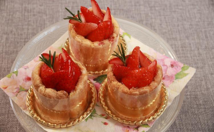 とろけるイチゴのシャルロットローズマリーの香り&ふわっふわのギモーヴ