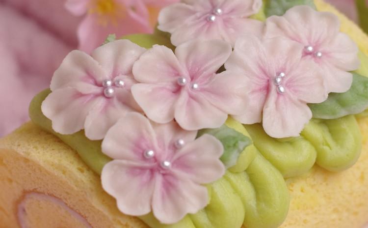 桜のあんフラワーロールケーキ