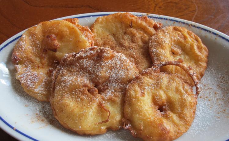 カキのペペロンチーノ、ヤリイカのパン粉詰めオーブン焼き、リンゴのフリッテッレ