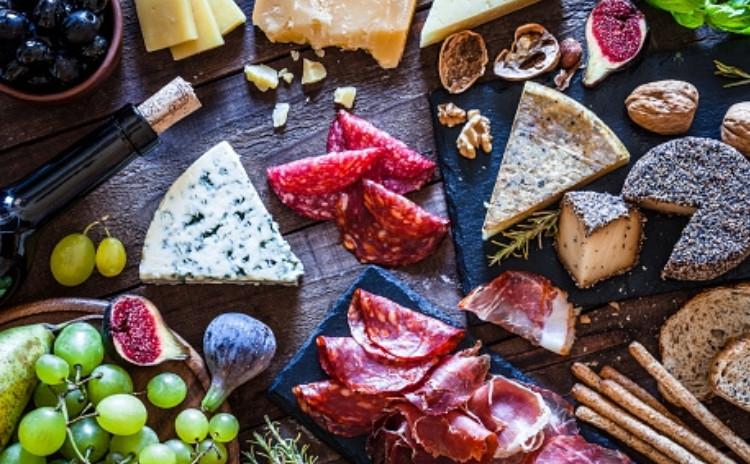 厳選されたチーズ食べ比べ*・゜゚・ワインとともに*:.。..。.:*・