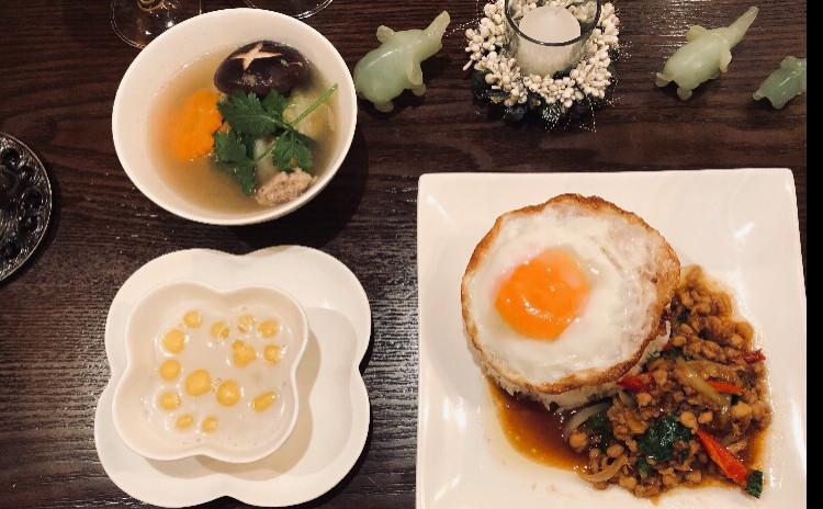 お家でレストラン。毎日、食べても飽きない旨いガパオライス&白菜ロールスープ&デザートのかぼちゃ団子ココナッツミルクしる