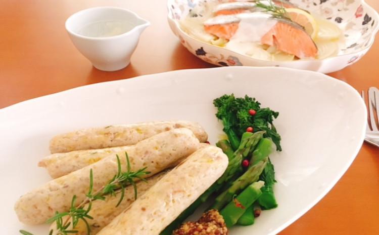 手作りソーセージ・鮭の香草蒸・簡単コンソメスープ・簡単アラビアータ・ブランデーチョコケーキ