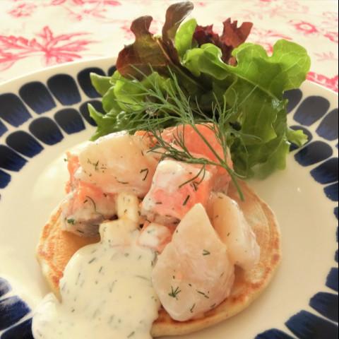 魚介とチーズのディル風味 ブリニ添え