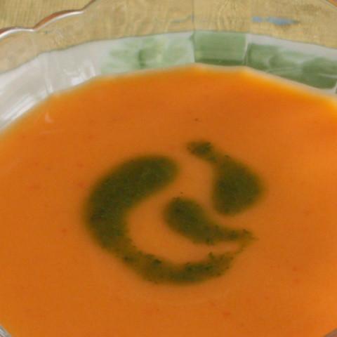 赤ピーマンと豆乳の冷たいスープ