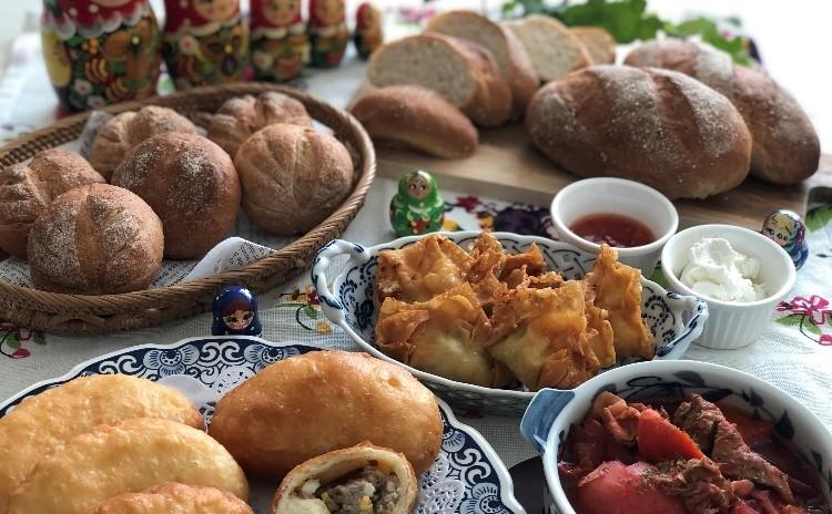 具材から手作り♡ピロシキ・ライ麦パン2種(プレーン・プチノア)・ボルシチ・簡単揚げワンタンも。