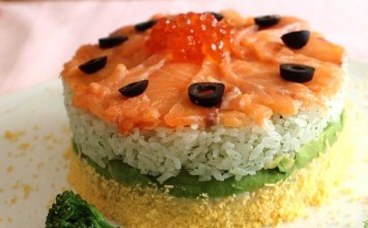 簡単!おいしい!おもてなしに、ひな祭りにお子様も大好きなサーモンでかわいいケーキ寿司!