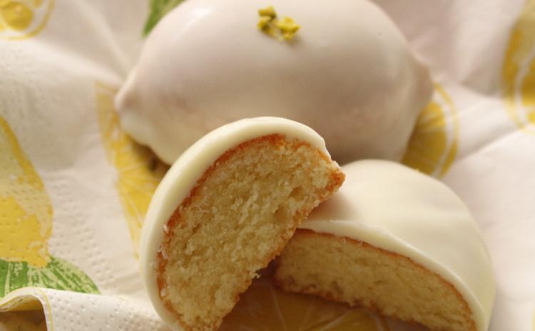 レモンの形が可愛いレモンケーキ&軽いランチにタルトフランベ