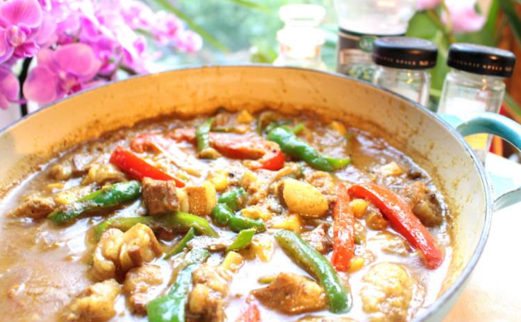 インド「ゴア地方(旧ポルトガル領)のシャクティーポークカリー」「MIXダル(豆)と大山鶏のスープ」「大野芋(里芋)サラダ」「マッシュルームプラオ(インド米使用)」