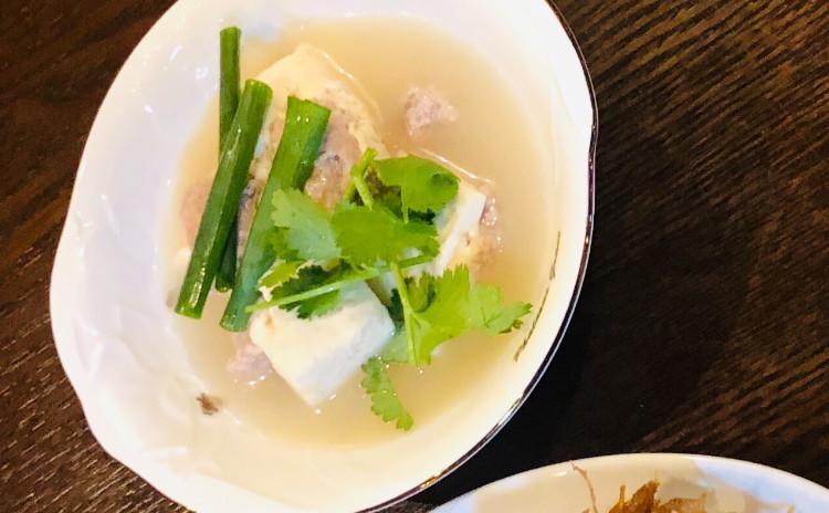 お家でレストラン。ロスオーチャー名物の辛旨いトムヤムクン風味チャーハン&レモンクラス香り手羽先揚げ&旨い肉入り豆腐