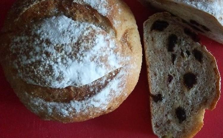 天然酵母のドライフルーツパン