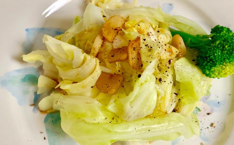 チキンのクリーム煮&大葉とツナのペペロンチーノ&春キャベツのサラダ&人参とネギのポタージュ&苺のムースゼリー