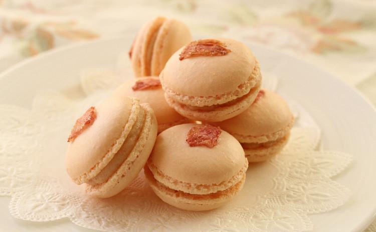 桜マカロン & 焼きたてが美味しいオールドファッション・ショートケーキ