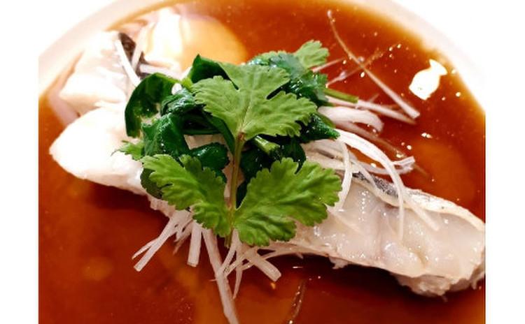 清蒸鮮魚/チンジョンエンユイ=中国風蒸し魚(単品定:9,000円)