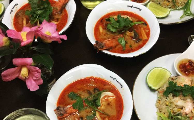 お家でレストラン。世界3大スープ、本格的濃厚なトムヤムクンスープ&よだれどり&海老チャーハン
