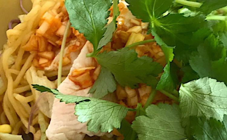大人気☆野菜たっぷり飲茶レッスン!よだれ鷄のサラダ麺に本格ぷりぷり海老焼売の全6品プレート
