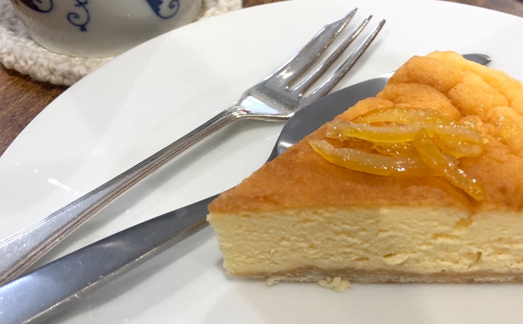 チーズケーキの旅へ〜その1 ふわっふわのスフレ風