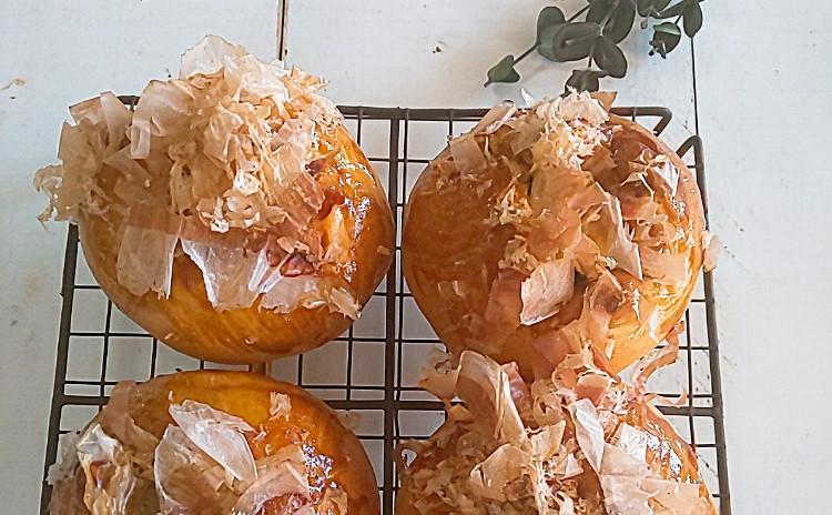 甘酸っぱいクランベリーブリオッシュとたこ焼きみたいなキャベツパン