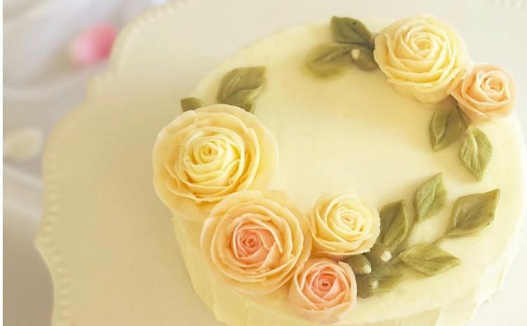 【基礎】フラワーケーキ(淡いバラのホールケーキ)