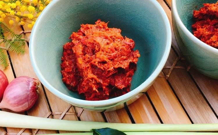 手作りレッドカレーペーストを作ってみましょう!焼き茄子のディップ&中華系タイスイーツ生姜シロップのゴマ餡だんご