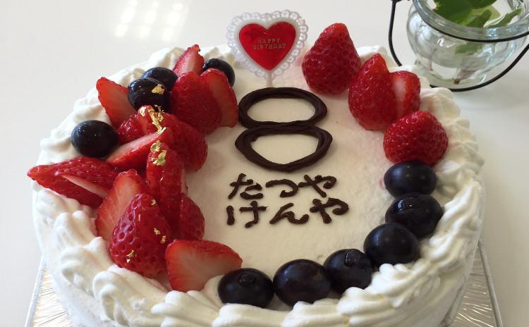 王道!いちごモリ盛りショートケーキで新生活をお祝い♪