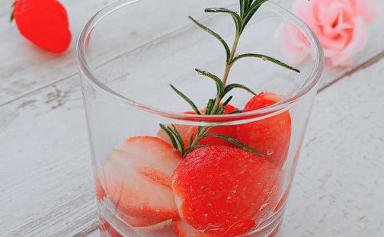 苺のローズマリーマリネ