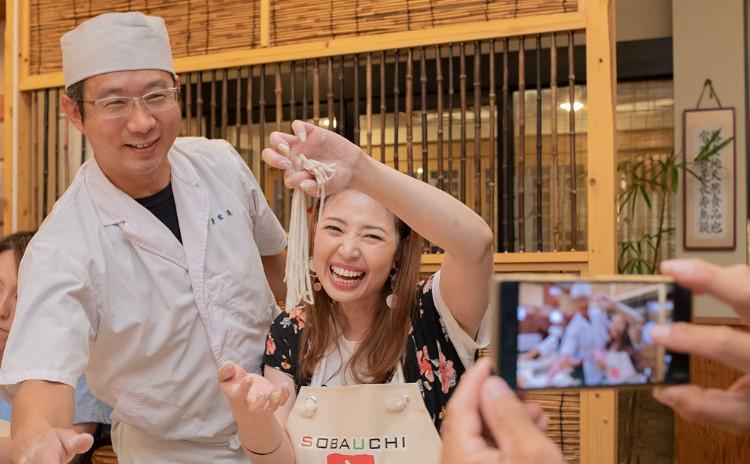 蕎麦屋でやるそば打ち体験!日本酒や天ぷらで一杯もOK!