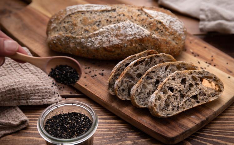 自家製酵母パン!2種類のリュスティック!トマトと3種のチーズ&ごまごま、オーブンにお任せ!酵母とハーブのローストポーク(自家製マスタードのレシピ付き!)