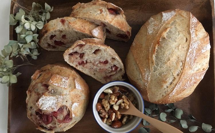 リバイバル、ヨーグルト酵母パン!二種の全粒粉パン、木の葉クープカンパ&クランベリー&ナッツたちのはちみつ漬け