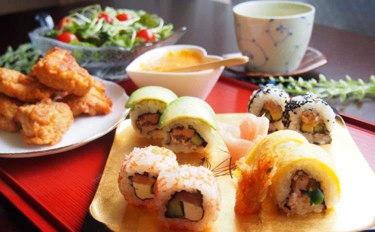 LA発カラフル創作寿司ロール4種、モチコチキン、茶わん蒸し、抹茶わらび餅、手作り人参ドレッシング