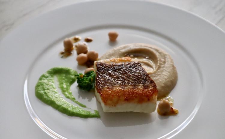 白身魚のグリルをメインにライトな素材で初夏のメニュー