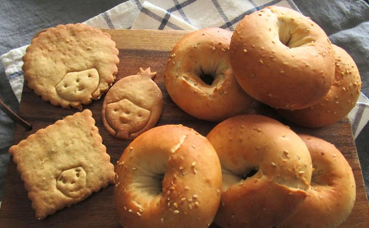 たっぷりゴマのもちもちベーグル&メープルゴマクッキー!