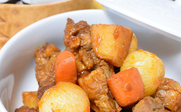 野菜たっぷりサラダキンパプ!!旬のおばんざいと豚肉リブの煮込みと