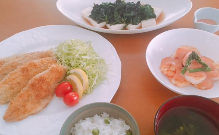 アジフライ・海老マヨ・豆ごはん・のらぼう菜汁・ほうれん草きくらげ豆腐のせ・アボカドアイス
