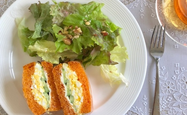 こねないで作る魔法のパン作り、トマトブレッド。翌日でもしっとりもっちり、サンドイッチにぴったり。