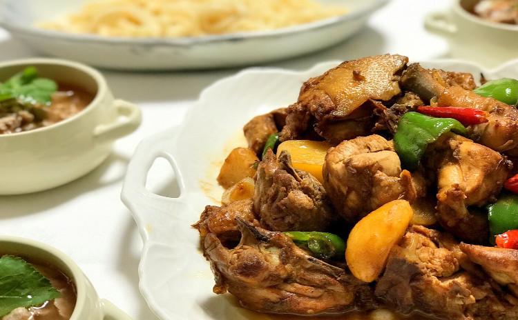 スパイスが効いた新疆西域料理【大盤鶏】および羊肉料理など