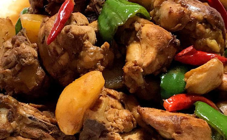大盤鶏(新疆風鶏肉と野菜のスパイス煮込み)