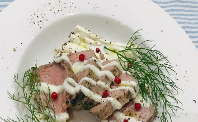 豚ヒレ肉のハーブマリネのハム ヨーグルトレモンソースで