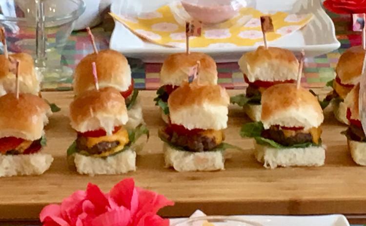 ちぎりパンレッスン🍒可愛いミニバーガーをたくさん並べて。 持ち寄りパーティや運動会のランチに最適!