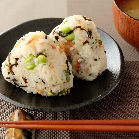 枝豆と塩昆布の混ぜご飯おにぎり