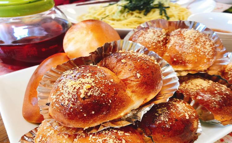 初夏にぴったり♪2種類のモーニングブレッドを作りましょう(^^)/オニオン&ベーコン入りのシンプルパンとレモンピールパン