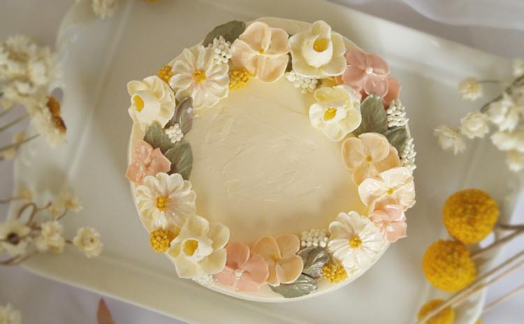 フラワーケーキ(小花のホールケーキ)