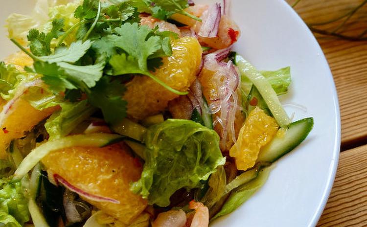 柑橘とエビのサラダ
