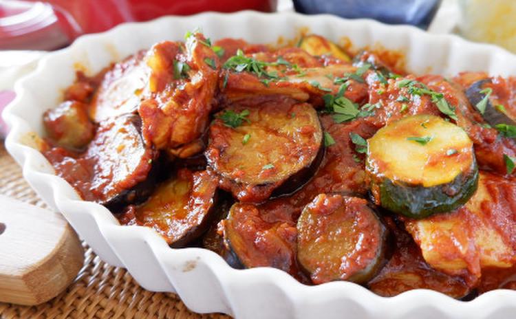 チキンと夏野菜のトマト煮込み