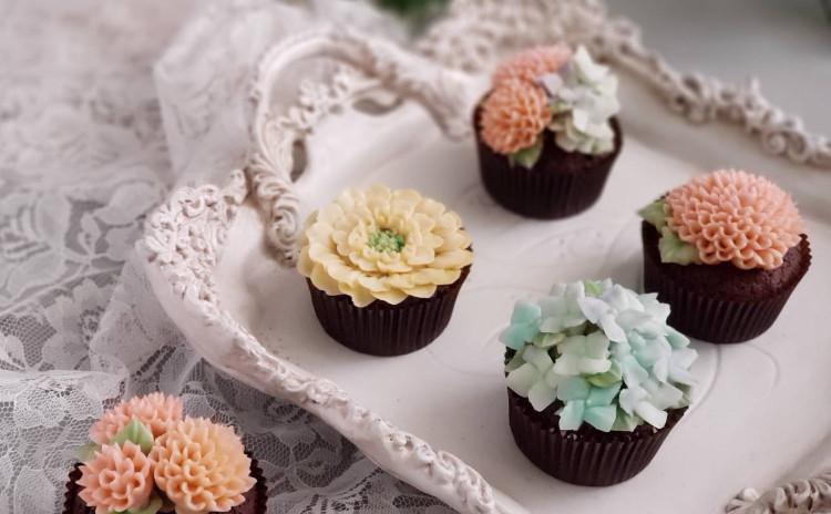 バタークリームで作る可愛いお花のカップケーキ♪
