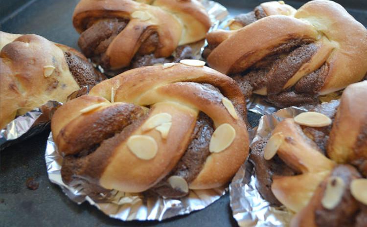 ホームベーカリーでこねて!・ふんわり甘いハニーシナモン食パン・香るモカクリーム