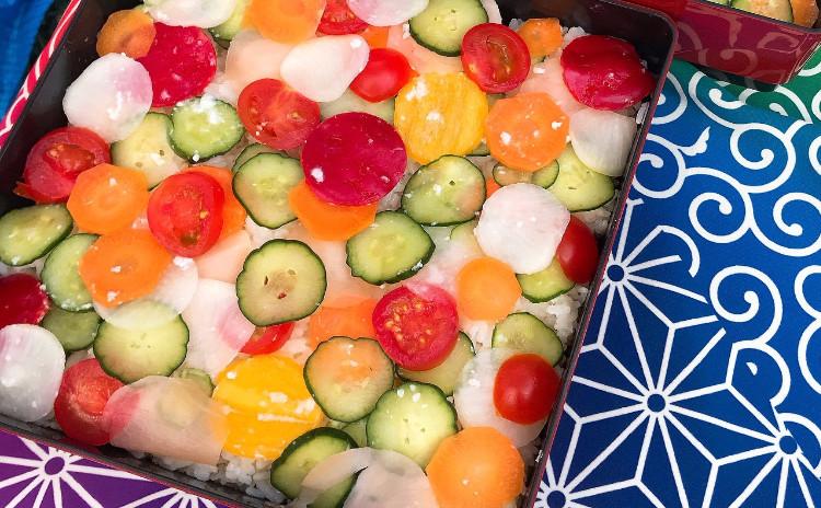 糀の美味しい手作り弁当を素敵な風呂敷でラッピング‼